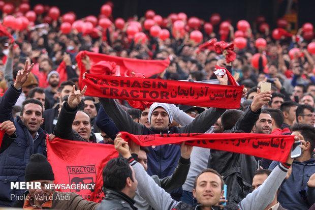 حضور پرتعدادهواداران تراکتور دراستادیوم، استادیوم بعد از مدتها پر شد