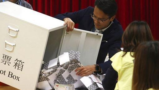 پیروزی نامزد های مورد حمایت معترضان در انتخابات هنگ کنگ