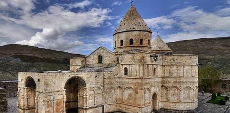 آثار رهبانی ارامنه ایراندر میان اروپاییان مشهور است، حضور مرمتگران ارمنی و ایرانی در کلیساها