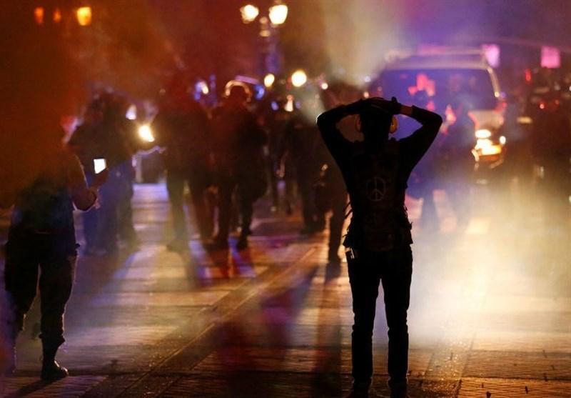 سی ان ان: اقدامات مأموران امنیتی آمریکا صحنه های غیرقابل باوری در خیابان ها به وجود آورده است