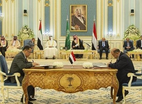 توافق دولت مستعفی منصور هادی با شورای انتقالی برای اداره جنوب یمن