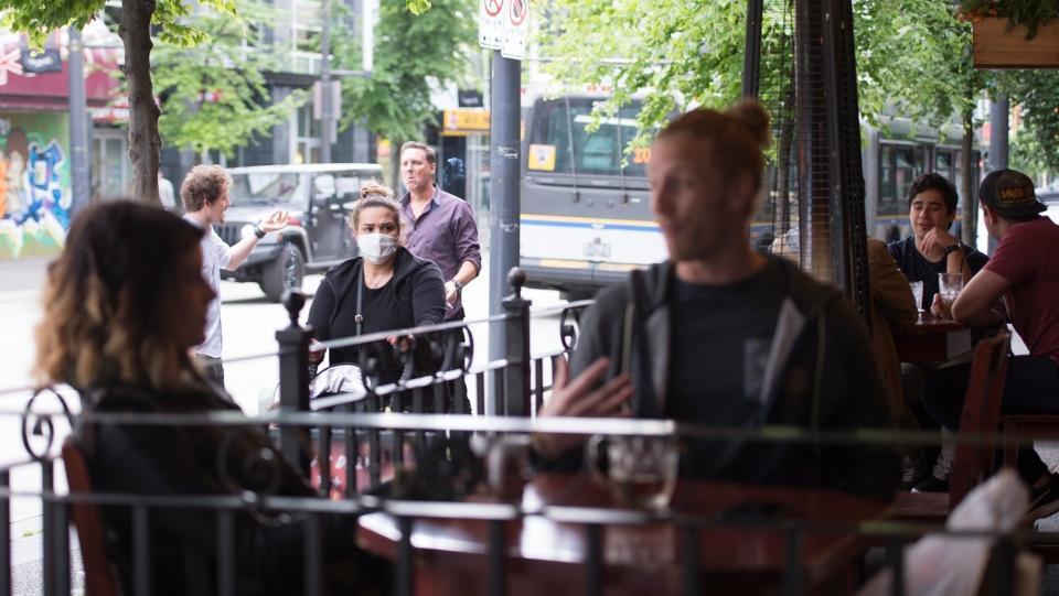 با حفظ فاصله اجتماعی ، ممکن است نیمی از رستوران های کانادا تا 2021 دوام نیاورند