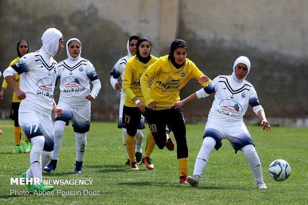 بانوان فوتبالیست کردستانی لیگ برتر را با برد آغاز کردند