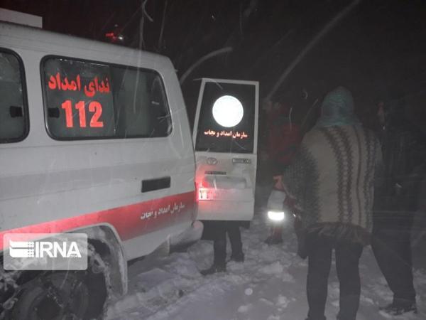 خبرنگاران 40 خودرو و یک دستگاه اتوبوس گرفتار در برف خراسان رضوی امدادرسانی شدند