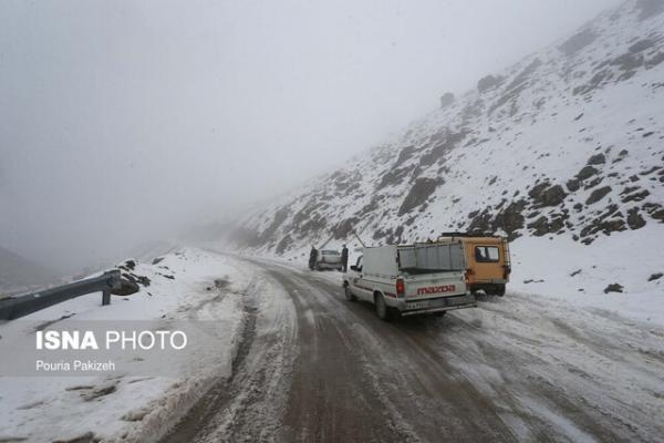 امدادرسانی به 300 خودروی گرفتار در تاراز