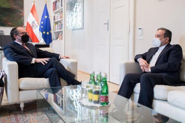 عراقچی با وزیر خارجه اتریش ملاقات کرد